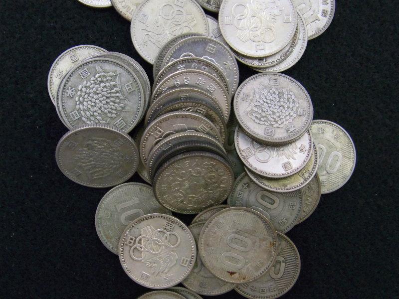 大量の百円銀貨もお買取いたします