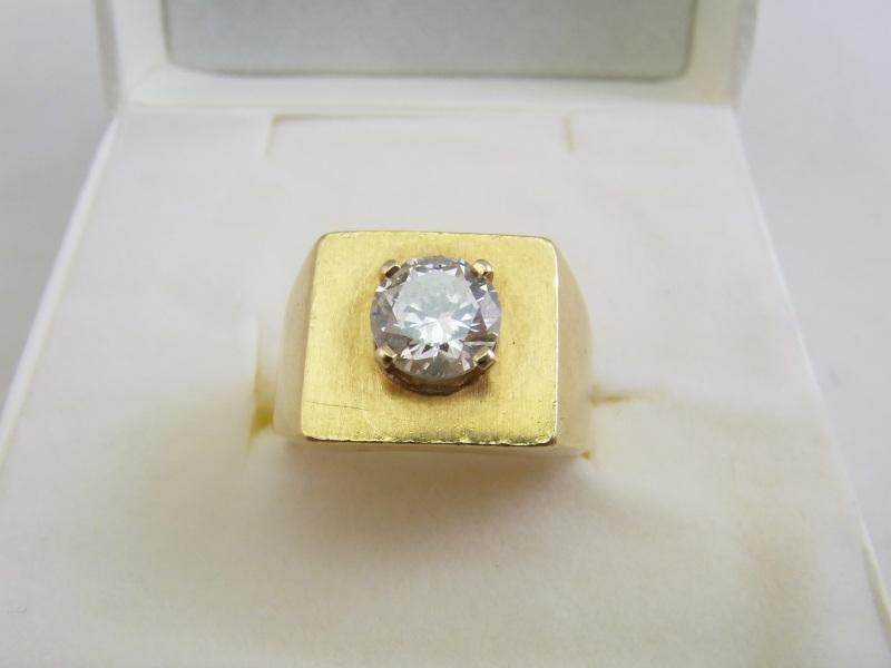 ダイヤモンド買取 1.5ct、VS1、カラーJのダイヤモンドリング  さいたま市